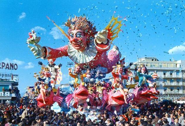 Luci del Carnevale: XI convegno-corso di formazione per gli insegnanti di Matematica&Realtà (Viareggio, 9-11 ottobre 2015)