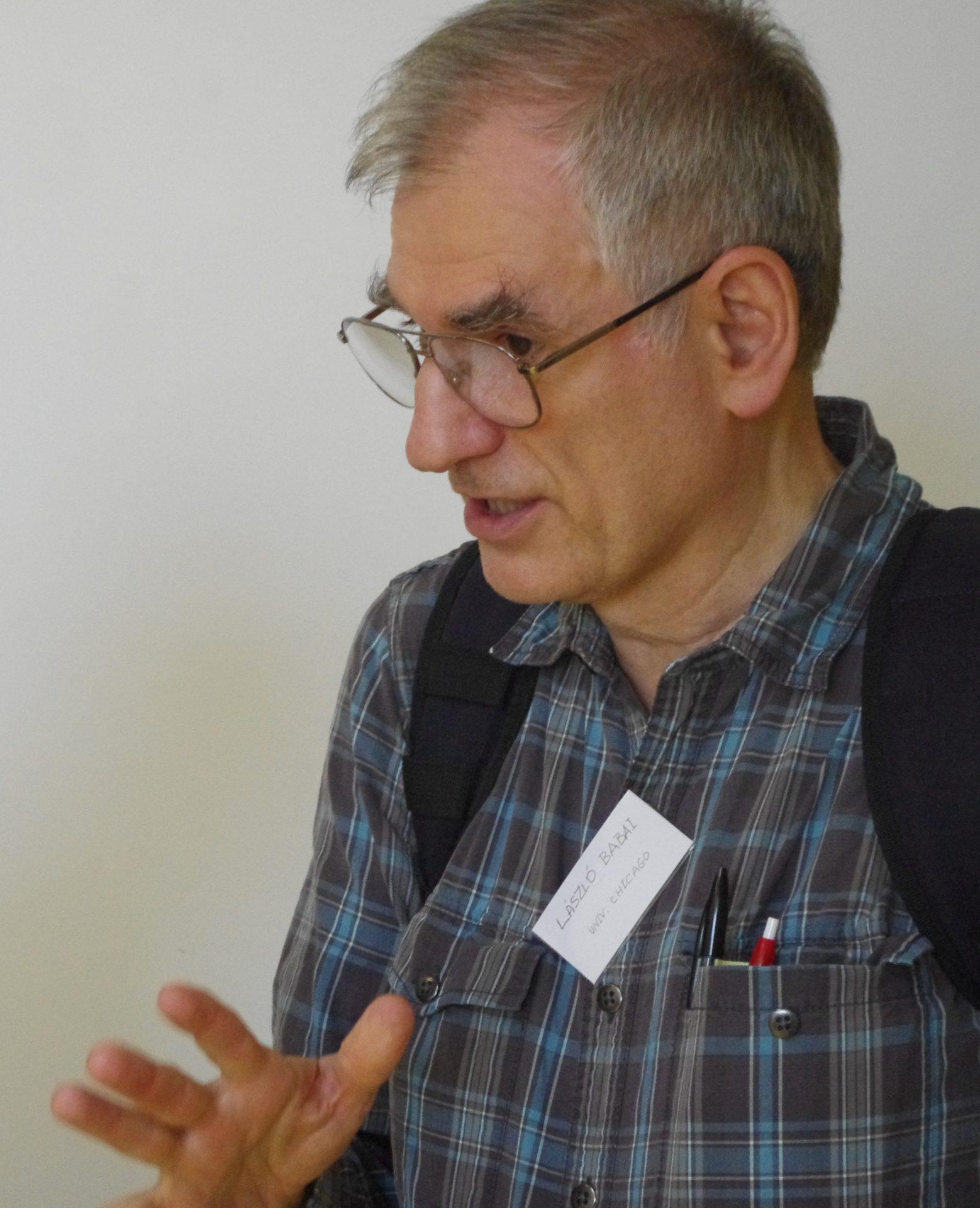 Il matematico László Babai propone un algoritmo efficiente per il confronto di reti