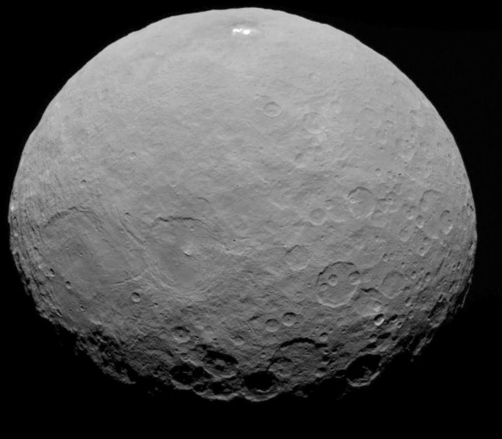 L'asteroide Cerere fotografato dalla sonda americana Dawn nel 2015.